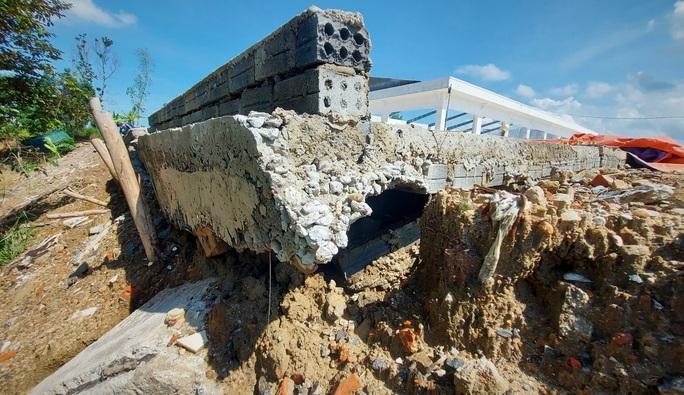Đà Nẵng: Nghi vấn dùng đất lẫn rác thải để san nền công trình hơn 17 tỉ đồng - Ảnh 2.
