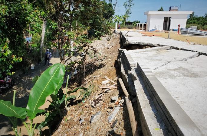 Đà Nẵng: Chính quyền lên tiếng về nghi vấn dùng đất lẫn rác thải để san nền công trình 17 tỉ đồng - Ảnh 2.