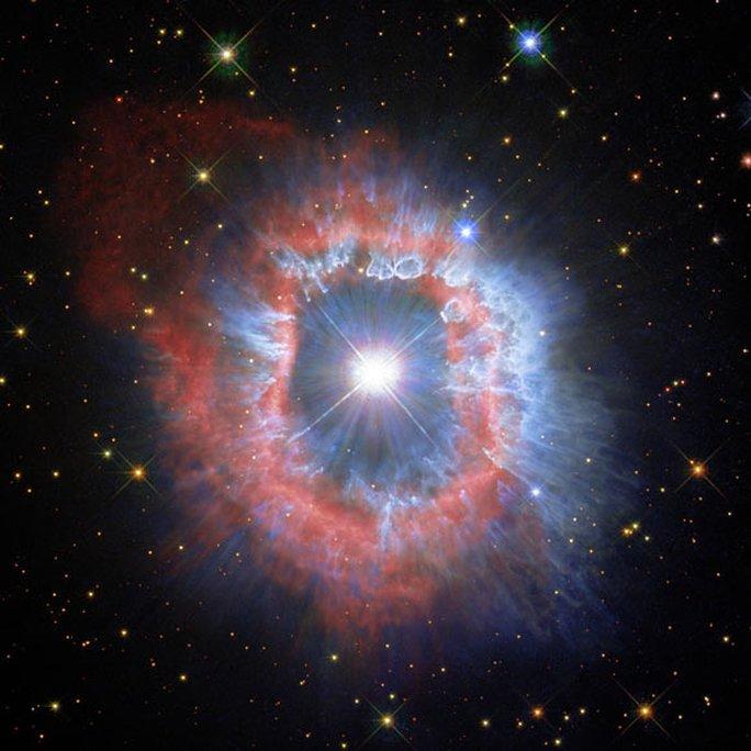 Mắt quỷ lọt vào kính thiên văn Trái Đất: tiến hóa thành quái vật vũ trụ - Ảnh 1.