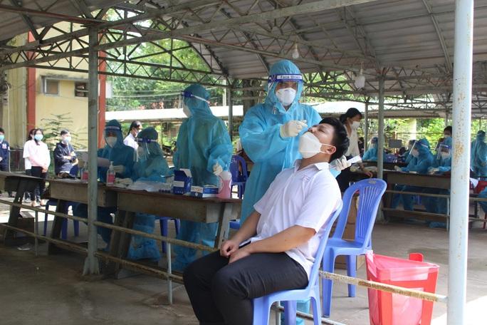 Nguyên nhân 110 giáo viên ở Long An được triệu tập về huyện cách ly - Ảnh 1.
