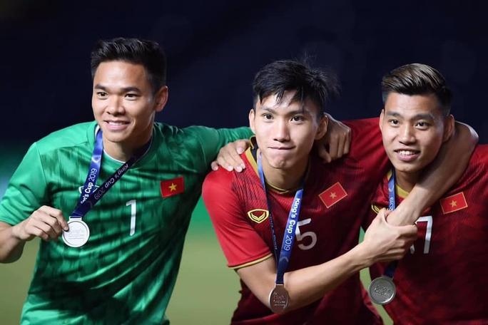 Đặng Văn Lâm chấn thương, HLV Park Hang-seo bổ sung thủ môn Nguyên Mạnh - Ảnh 1.
