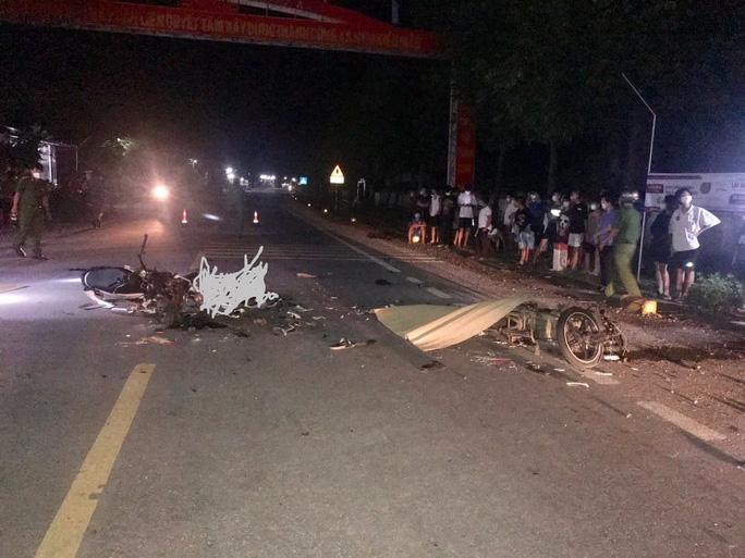 2 người chết, 1 trọng thương sau cú va chạm giữa 2 xe máy - Ảnh 1.