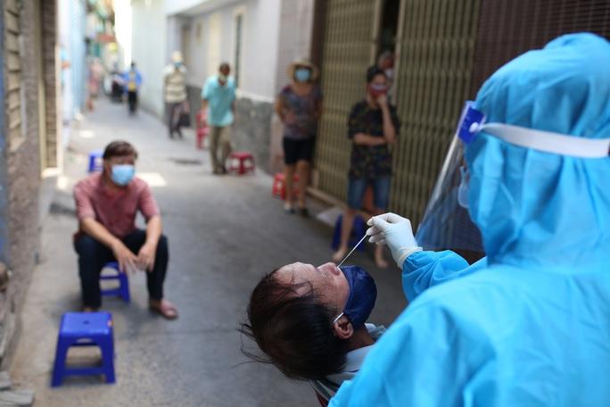 Đà Nẵng bất ngờ xuất hiện ca cộng đồng, 1 gia đình 5 người nhiễm SARS-CoV-2 - Ảnh 1.