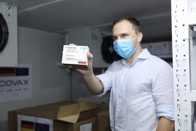 852.480 liều vắc-xin Đức hỗ trợ về đến Việt Nam - Ảnh 4.