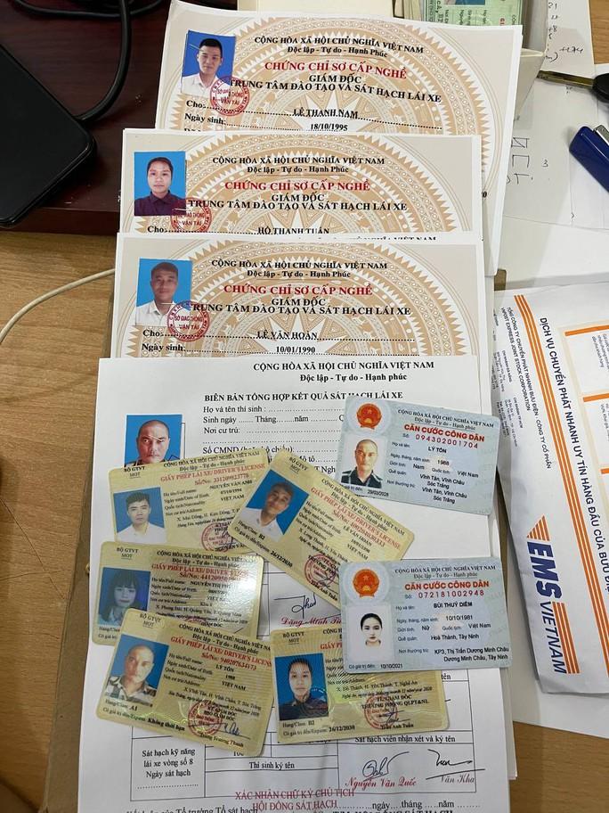 Bắt kẻ bán thẻ tình nguyện viên Trung tâm cấp cứu 115 TP HCM - Ảnh 2.