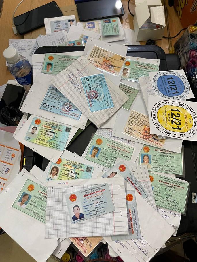 Bắt kẻ bán thẻ tình nguyện viên Trung tâm cấp cứu 115 TP HCM - Ảnh 3.