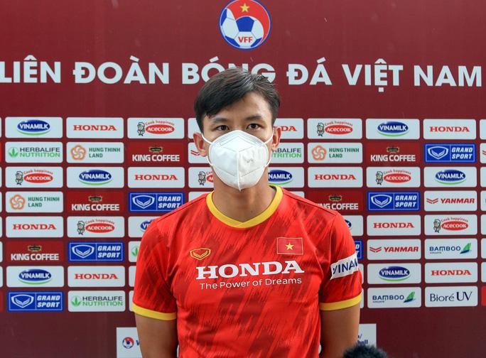 Trung vệ Quế Ngọc Hải nói gì trước 2 đối thủ nặng ký của đội tuyển Việt Nam? - Ảnh 2.