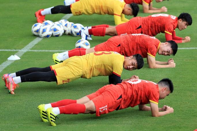 Trung vệ Quế Ngọc Hải nói gì trước 2 đối thủ nặng ký của đội tuyển Việt Nam? - Ảnh 7.