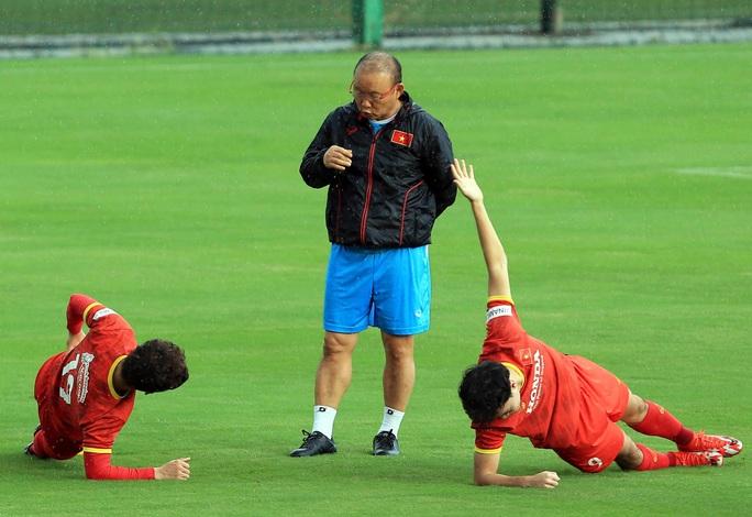 Trung vệ Quế Ngọc Hải nói gì trước 2 đối thủ nặng ký của đội tuyển Việt Nam? - Ảnh 6.