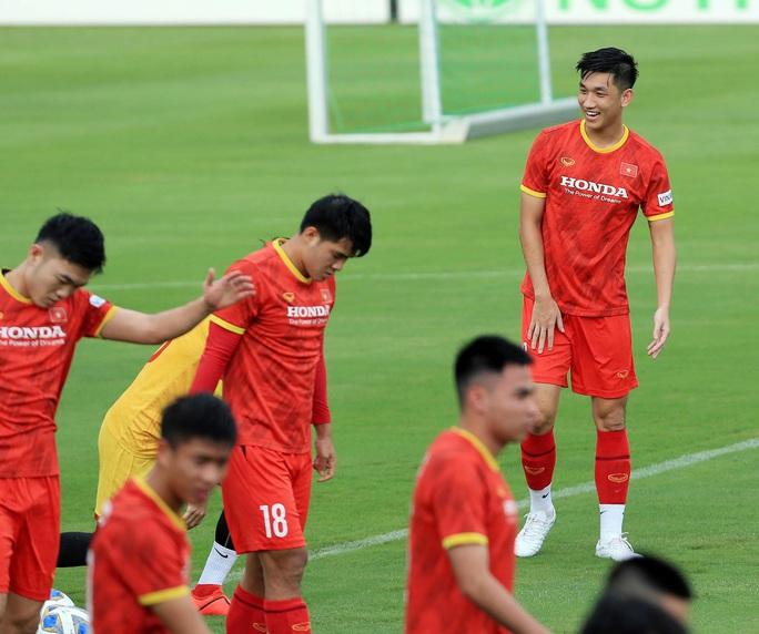 Trung vệ Quế Ngọc Hải nói gì trước 2 đối thủ nặng ký của đội tuyển Việt Nam? - Ảnh 10.