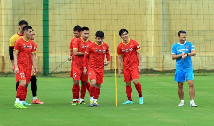 Trung vệ Quế Ngọc Hải nói gì trước 2 đối thủ nặng ký của đội tuyển Việt Nam? - Ảnh 5.