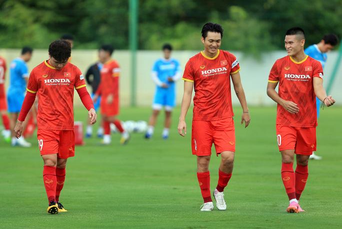 Trung vệ Quế Ngọc Hải nói gì trước 2 đối thủ nặng ký của đội tuyển Việt Nam? - Ảnh 11.