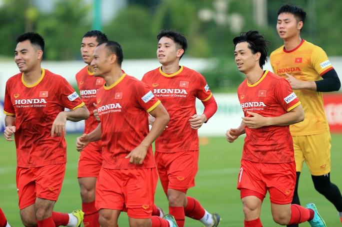 Trung vệ Quế Ngọc Hải nói gì trước 2 đối thủ nặng ký của đội tuyển Việt Nam? - Ảnh 3.