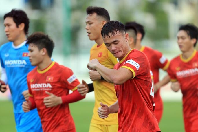 Trung vệ Quế Ngọc Hải nói gì trước 2 đối thủ nặng ký của đội tuyển Việt Nam? - Ảnh 4.