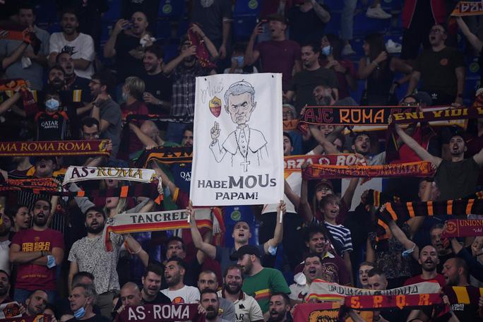 AS Roma thắng đậm CSKA Sofia, mừng trận cầu 1.001 của HLV Jose Mourinho - Ảnh 2.