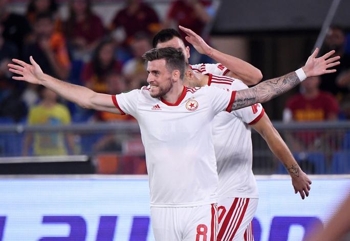 AS Roma thắng đậm CSKA Sofia, mừng trận cầu 1.001 của HLV Jose Mourinho - Ảnh 3.