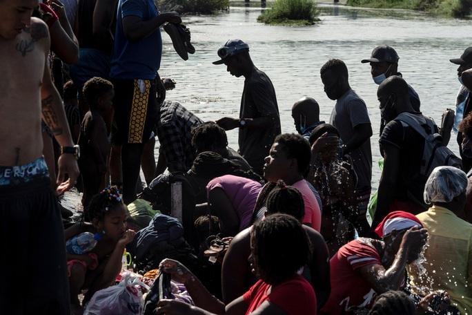 """Làn sóng người di cư """"sống dở, chết dở"""" ở biên giới Mỹ - Mexico - Ảnh 3."""