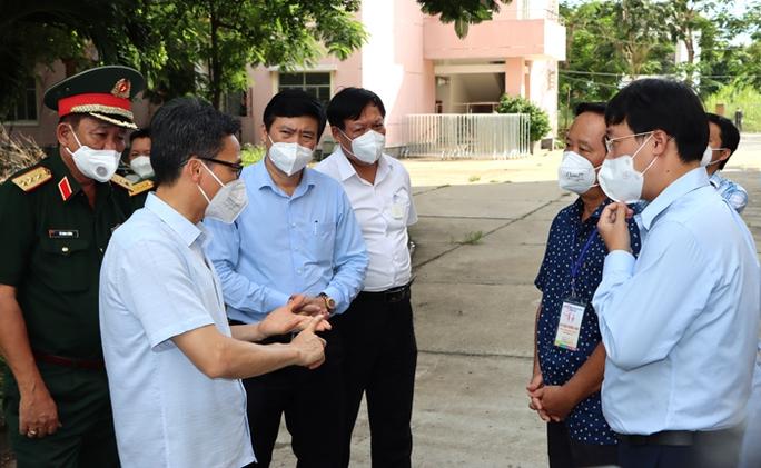 Phó Thủ tướng Vũ Đức Đam thăm, kiểm tra tại Cơ sở thu dung, điều trị bệnh nhân Covid-19 tại khu ký túc xá phường Hòa Thuận,TP Cao Lãnh.