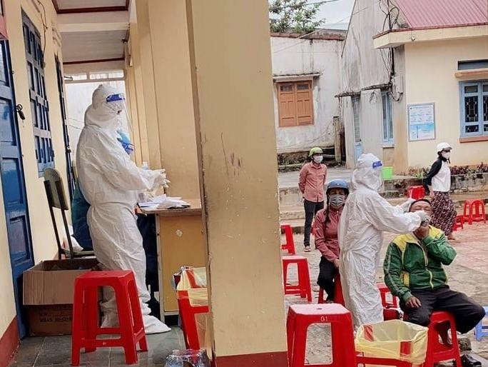 Đắk Lắk: Xét nghiệm nhanh ngoài cộng đồng phát hiện nhiều ca dương tính với SARS-CoV-2 - Ảnh 1.