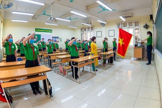 Cuộc thi ảnh Thiêng liêng cờ Tổ quốc: Dưới ngọn Quốc kỳ - Ảnh 7.