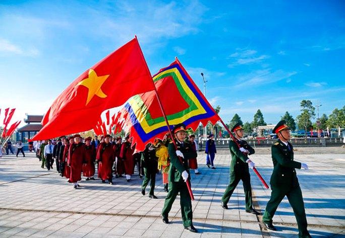 Cuộc thi ảnh Thiêng liêng cờ Tổ quốc: Dưới ngọn Quốc kỳ - Ảnh 3.