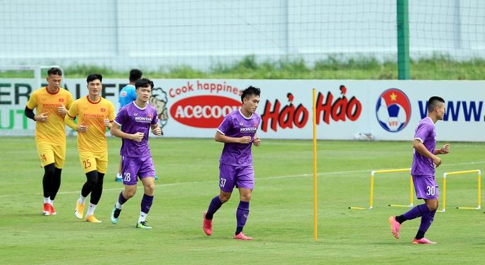 Thầy Park cho học trò rèn quân dưới trời nắng, quyết tâm giành điểm trước tuyển Trung Quốc - Ảnh 3.