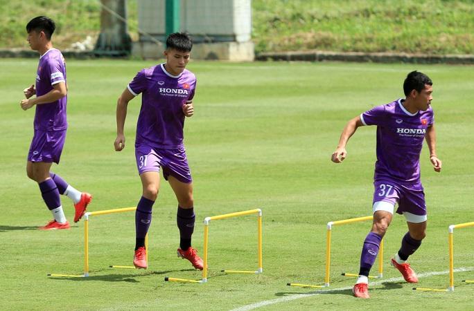 Tiền vệ Đức Huy: Phải có kết quả tốt trong 2 trận đấu tới, nhất là trận với đội Trung Quốc - Ảnh 8.