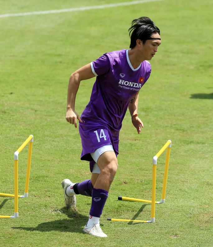 Tiền vệ Đức Huy: Phải có kết quả tốt trong 2 trận đấu tới, nhất là trận với đội Trung Quốc - Ảnh 9.