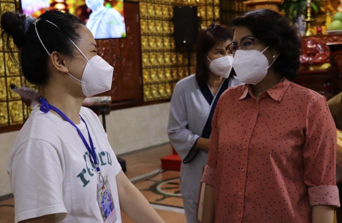 TP HCM: Hàng trăm chức sắc, tín đồ tôn giáo tình nguyện phục vụ tại các bệnh viện điều trị Covid-19 - Ảnh 1.