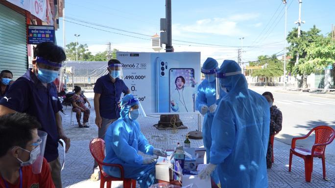 Lịch trình phức tạp của 2 ca nhiễm SARS-CoV-2 ở Quảng Bình - Ảnh 1.