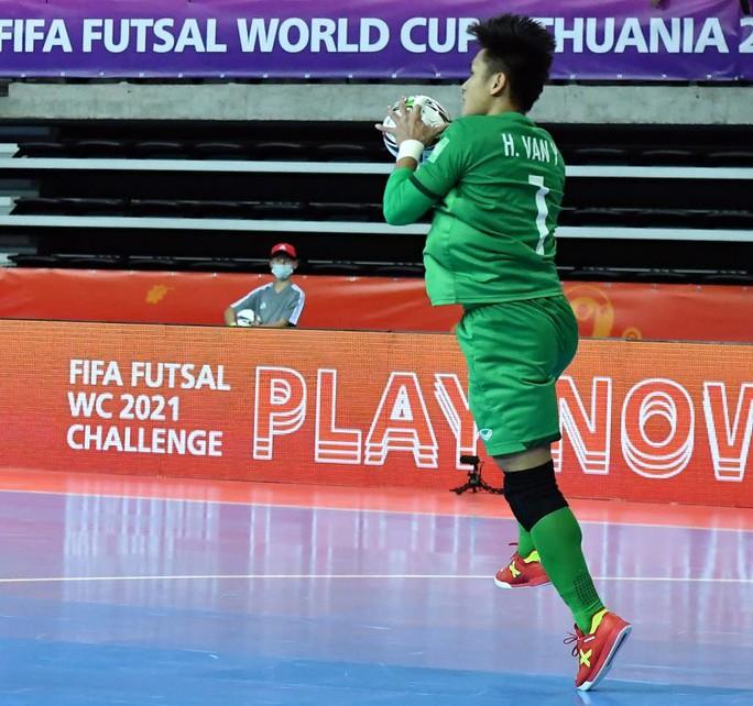 Việt Nam xuất sắc vào vòng 1/8 FIFA Futsal World Cup 2021 - Ảnh 3.