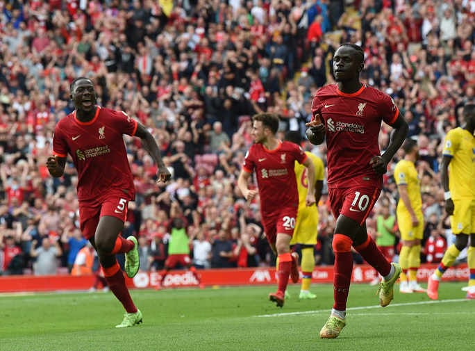 Cuồng phong đỏ Liverpool cuốn phăng Crystal Palace, chiếm ngôi đầu Ngoại hạng - Ảnh 3.