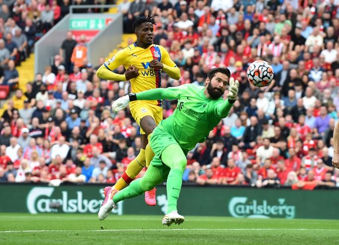 Cuồng phong đỏ Liverpool cuốn phăng Crystal Palace, chiếm ngôi đầu Ngoại hạng - Ảnh 1.