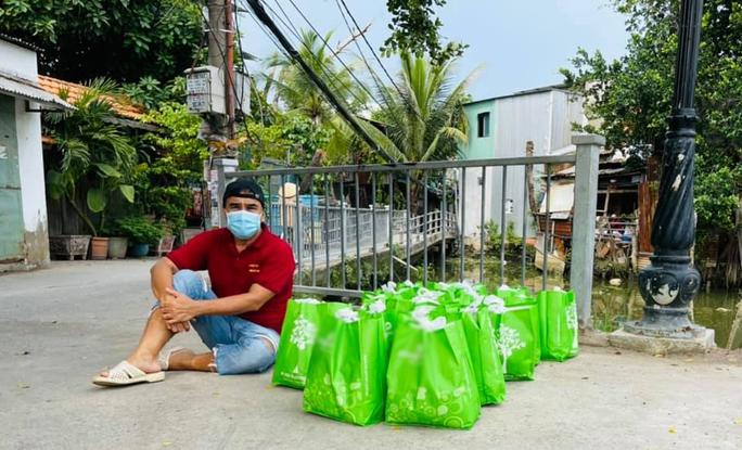 Quyền Linh nhận 10.000 tin nhắn mỗi ngày của người dân - Ảnh 3.