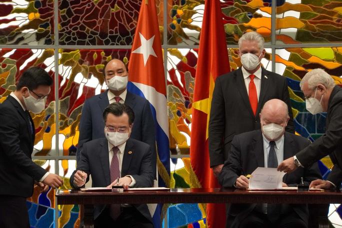 Chủ tịch nước Nguyễn Xuân Phúc được trao Huân chương José Marti cao quý nhất của Cuba - Ảnh 1.