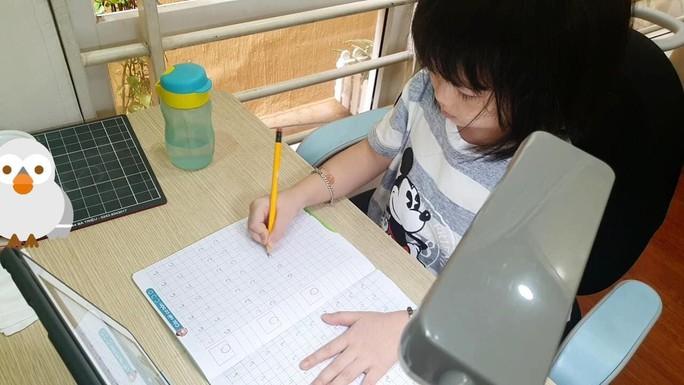 Cập nhật: 25 tỉnh, thành học sinh đến trường, 24 tỉnh dạy học trực tuyến - Ảnh 2.