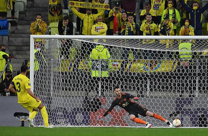 De Gea cản phạt đền sau 5 năm, chặn đứng chuỗi 40 bàn thua  - Ảnh 8.