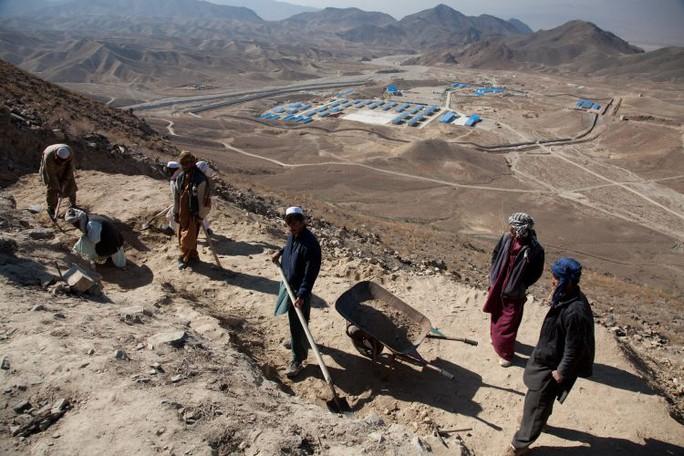 Nga và Trung Quốc quan tâm khối tài nguyên 1.000 tỉ USD của Afghanistan - Ảnh 1.