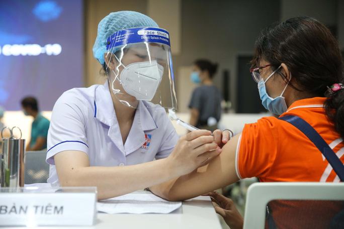TP HCM: Ai chưa tiêm vắc-xin mũi 1 có thể đăng ký qua Tổng đài tin nhắn 8066 - Ảnh 1.