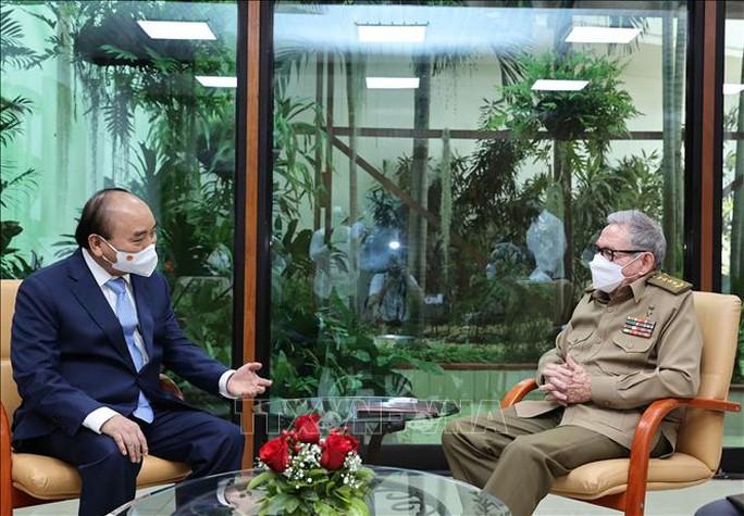 Chủ tịch nước Nguyễn Xuân Phúc gặp Đại tướng Raul Castro Ruz - Ảnh 1.