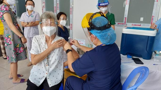 TP HCM đề xuất thêm 6 triệu liều vắc-xin ngừa Covid-19 để bao phủ 2 liều - Ảnh 1.