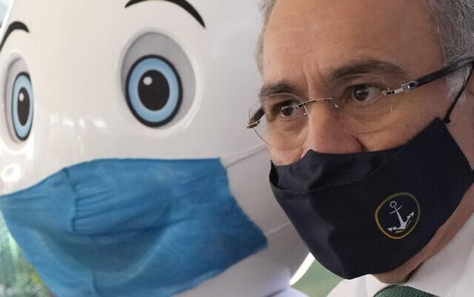 Tổng thống phát biểu xong, Brazil thông báo bộ trưởng y tế mắc Covid-19 - Ảnh 1.