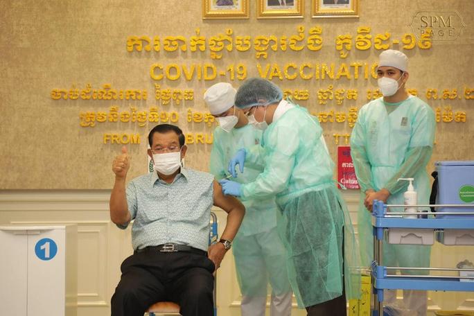 Campuchia chuẩn bị tiêm mũi vắc-xin Covid-19 thứ ba, cân nhắc mũi thứ tư - Ảnh 2.