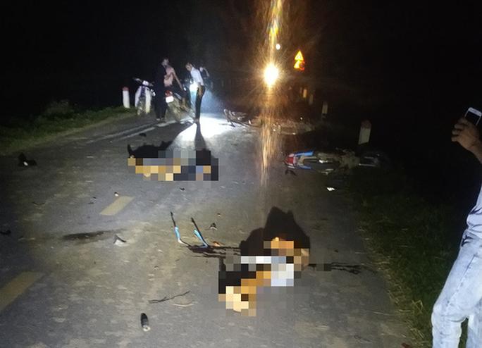 Tai nạn thảm khốc giữa nhiều xe máy khiến 5 người tử vong - Ảnh 1.
