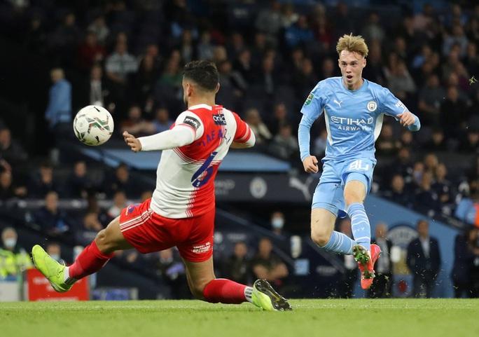 Sao trẻ lập công, Man City và Liverpool dội mưa bàn thắng ở League Cup - Ảnh 5.