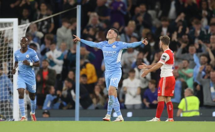 Sao trẻ lập công, Man City và Liverpool dội mưa bàn thắng ở League Cup - Ảnh 3.