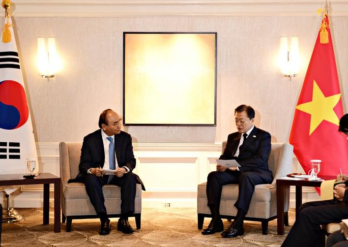Gặp Chủ tịch nước, Tổng thống Hàn Quốc tuyên bố hỗ trợ Việt Nam 1 triệu liều vắc-xin - Ảnh 1.