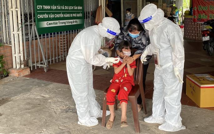 Phú Quốc khẩn cấp tìm người tiếp xúc gần ca mắc Covid-19 tại quán cơm chay - Ảnh 3.