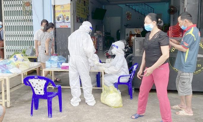 Phú Quốc khẩn cấp tìm người tiếp xúc gần ca mắc Covid-19 tại quán cơm chay - Ảnh 2.