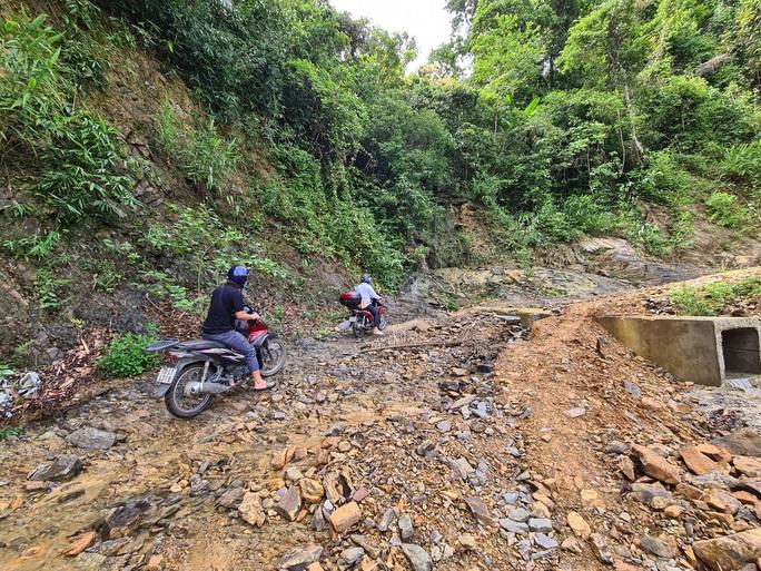 Hai chị em người Vân Kiều lên núi dựng lều, bắt sóng 3G học online - Ảnh 6.